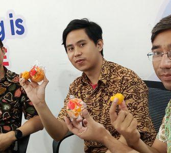 Sambut Tahun Baru Imlek, Docotel Ungkap Rasa Syukur dengan Bagi-bagi Jeruk Mandarin