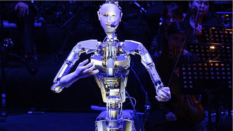Robot Android Altar 3 Jadi Konduktor di Konser Orkestra